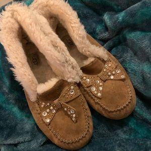 Super cute UGG slippers!